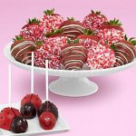 Shari's Berries is a delicious Valentine's Day gift that is sure to impress!